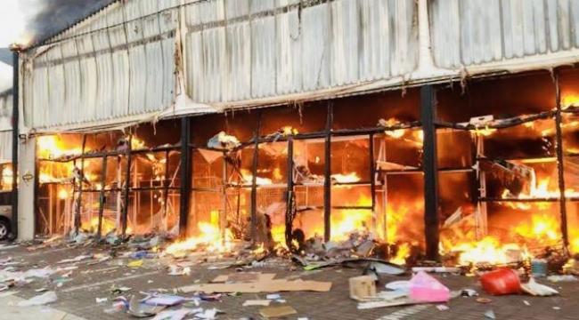Güney Afrika'da isyan devam ediyor: Ölü sayısı 337'ye ulaştı